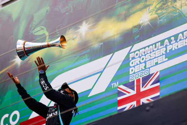 Lewis Hamilton, Mercedes-AMG Petronas F1, throws trophy up in the air
