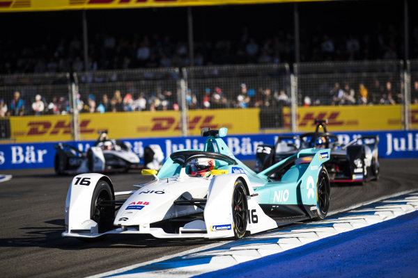 Oliver Turvey (GBR), NIO Formula E Team, NIO Sport 004, leads Sébastien Buemi (CHE), Nissan e.Dam, Nissan IMO1