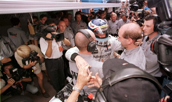 1998 Monaco Grand Prix.Monte Carlo, monaco.21-24 May 1998.Mika Hakkinen (McLaren Mercedes-Benz) is congratulated by Adrian Newey and his mechanic after qualifying on pole position.World Copyright - LAT Photographic