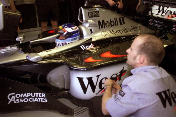 1999 Australian Grand Prix.Albert Park, Melbourne, Australia. 5-7 March 1999.Mika Hakkinen (McLaren MP4/14 Mercedes-Benz) before practice.World Copyright - Tee/LAT Photographic