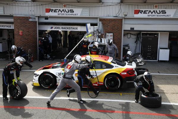 Pit stop, Sheldon van der Linde, BMW Team RBM, BMW M4 DTM.