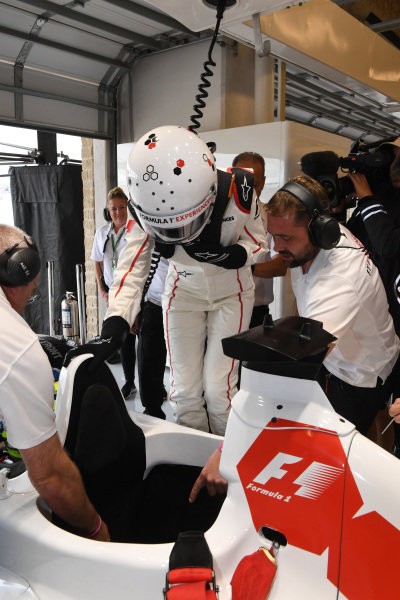 F1 Experiences 2-Seater passenger at Formula One World Championship, Rd17, United States Grand Prix, Race, Circuit of the Americas, Austin, Texas, USA, Sunday 22 October 2017.