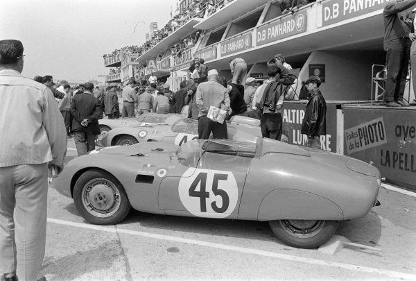 Alfonso Papani / Mario Poltonieri's Fiat-Abarth 750, in the pits.