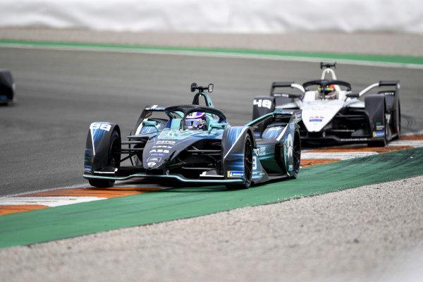 Tom Blomqvist (GBR), NIO 333, NIO 333 001, leads Edoardo Mortara (CHE), Venturi Racing, Silver Arrow 02