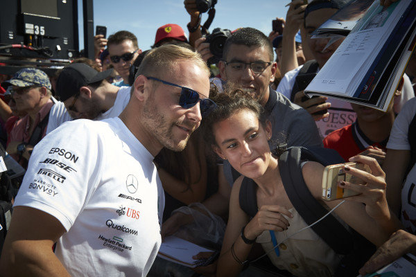 Valtteri Bottas, Mercedes AMG F1, meets fans for pictures and autographs