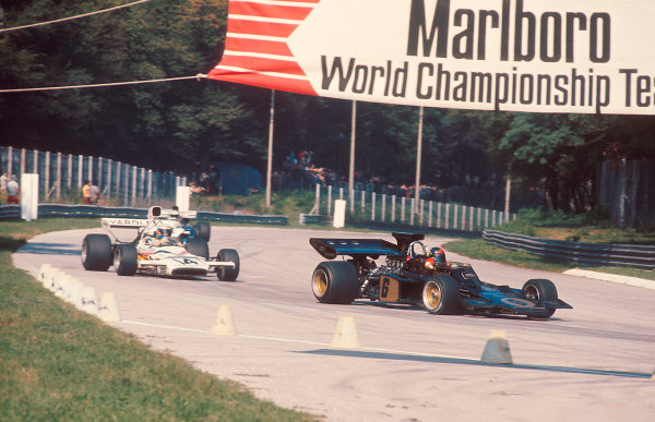 1972 Italian Grand Prix.Monza, Italy.8-10 September 1972.Emerson Fittipaldi (Lotus 72D Ford) 1st position followed by Denny Hulme (McLaren M19C Ford).Ref-72 ITA 03.World Copyright - LAT Photographic