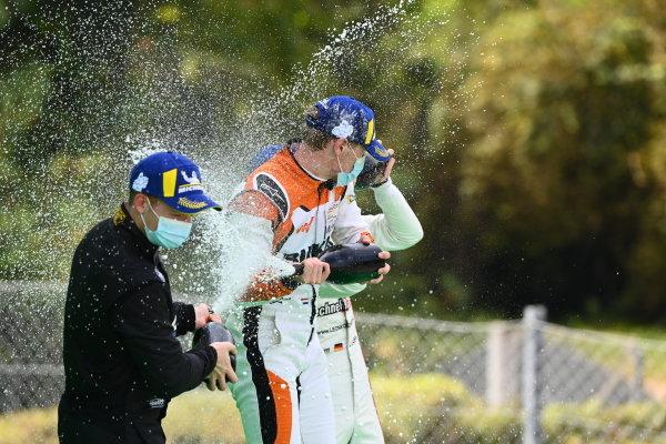 Florian Latorre (FRA, CLRT), 2nd position, Larry ten Voorde (NED, Team GP Elite), 1st position, and Leon Kohler (DEU, Lechner Racing Middle East), 3rd position, on the podium