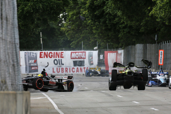 Sebastien Bourdais, Dale Coyne Racing with Vasser-Sullivan Honda, Spencer Pigot, Ed Carpenter Racing Chevrolet crash on the front straight