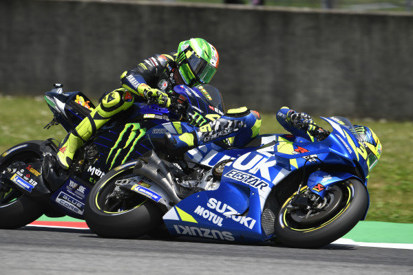 Valentino Rossi, Yamaha Factory Racing, Joan Mir, Team Suzuki MotoGP, touching.