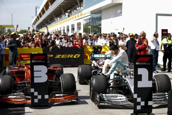 Lewis Hamilton, Mercedes AMG F1 W10 in Parc Ferme