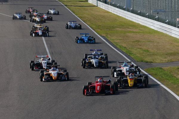 2017 Japanese Formula 3 Championship. Suzuka, Japan. 22nd - 23rd April 2017. Rd 4 & 5. Start of the Round 5, action World Copyright: Yasushi Ishihara / LAT Images. Ref: 2017JF3_Rd5_002