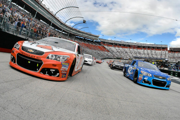 Monster Energy NASCAR Cup Series Food City 500 Bristol Motor Speedway, Bristol, TN USA Monday 24 April 2017 Kyle Larson and Chase Elliott on the pace laps World Copyright: Lesley Ann Miller LAT Images ref: Digital Image lam_170424BMS35637