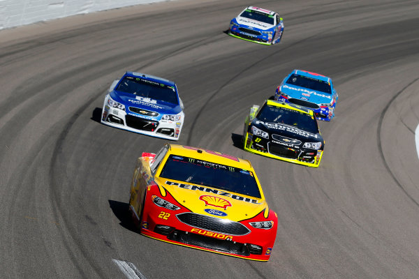 Monster Energy NASCAR Cup Series Hollywood Casino 400 Kansas Speedway, Kansas City, KS USA Sunday 22 October 2017 Joey Logano, Team Penske, Ford Fusion, Paul Menard, Richard Childress Racing, Richmond/Menards Chevrolet SS and Dale Earnhardt Jr, Hendrick Motorsports, Nationwide Chevrolet SS World Copyright: Russell LaBounty LAT Images