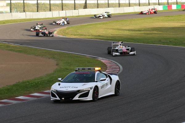 2016 Japanese Super Formula. Suzuka, Japan. 29th - 30th October 2016. Rd 7. Race 2 - Safety car, action. World Copyright : Yasushi Ishihara / LAT Photographic. Ref : 2016SF_Rd7_SUZUKA_015