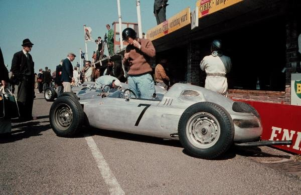 Dan Gurney(USA) prepares to practice in his Porsche 787