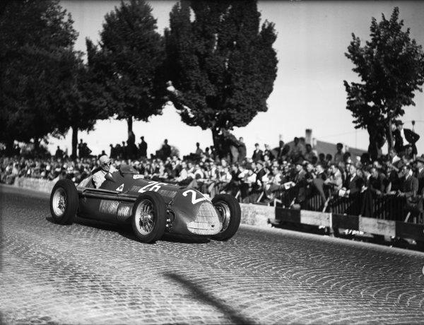 Bremgarten, Berne, Switzerland. 4 July 1948.Carlo Felice Trossi (Alfa Romeo 158), 1st position, action. World Copyright: LAT Photographic.Ref:  Autocar Glass Plate C22586.