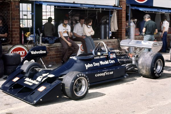 1976 South African Grand Prix.Kyalami, South Africa. 6 March 1976.Chris Amon, Ensign N174-Ford, 14th position, in the pits.World Copyright: LAT PhotographicRef: 35mm transparency
