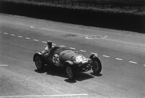 Le Mans, France. 25th - 26th June 1949.Eric Thompson/Jack Fairman (H.R G.), 8th position, action. World Copyright: LAT Photographic.Ref: 49 - 16 - 31.