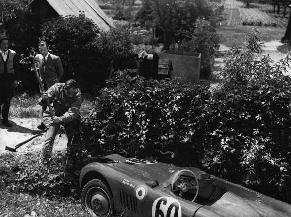 Le Mans, France. 23rd - 24th June 1951 Jean de Montremy/Jean Hemard (Monopole Panhard). 25th position, goes off into the bushes and the driver tries to hack away to get the car back on track, action. World Copyright: LAT Photographic Ref: B/WPRINT.