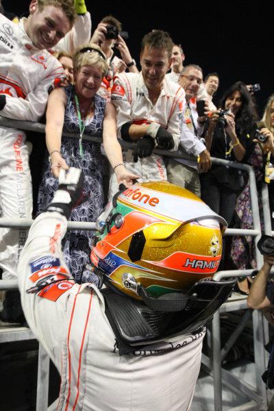 Race winner Lewis Hamilton (GBR) McLaren celebrates with his mother Carmen Lockhart (GBR). Formula One World Championship, Rd 18, Abu Dhabi Grand Prix, Race, Yas Marina Circuit, Abu Dhabi, UAE, Sunday 13 November 2011.  BEST IMAGE