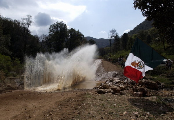 A car splashes through a watersplash.World Rally Championship, Rd3, Rally Mexico, Leon, Mexico. Day Three. 14 March 2004.DIGITAL IMAGE
