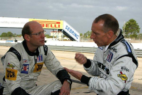 JANUARY 23-25, 2006, SEBRING INTERNATIONAL RACEWAY, GREGOR FISKEN (N0 9 LOLA-AER) TALKS WITH ANDY WALLACE (NO. 16 LOLA-AER)  ©2006, GREG ALECK/LAT
