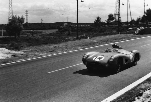 Le Mans, France. 28th - 29th July 1956.Tony Brooks/Reg Parnell (Aston Martin DBR1/25), Not classified, action.World Copyright: LAT Photographic.Ref:  7114H - 22-22A