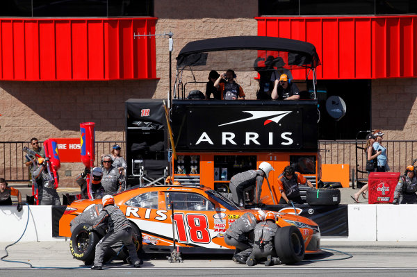 20-21 March, 2015, Fontana, California USA Daniel Suarez, Arris Toyota Camry pit stop ©2015, Matthew T. Thacker LAT Photo USA