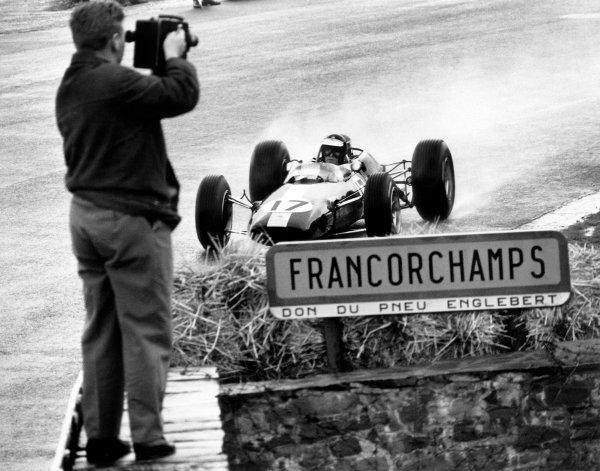 1965 Belgian Grand Prix. Spa-Francorchamps, Belgium. 13th June 1965. Rd 3. Jim Clark (Lotus 33-Climax), 1st position, action. World Copyright: LAT Photographic Ref: L65 - 257 - 26.