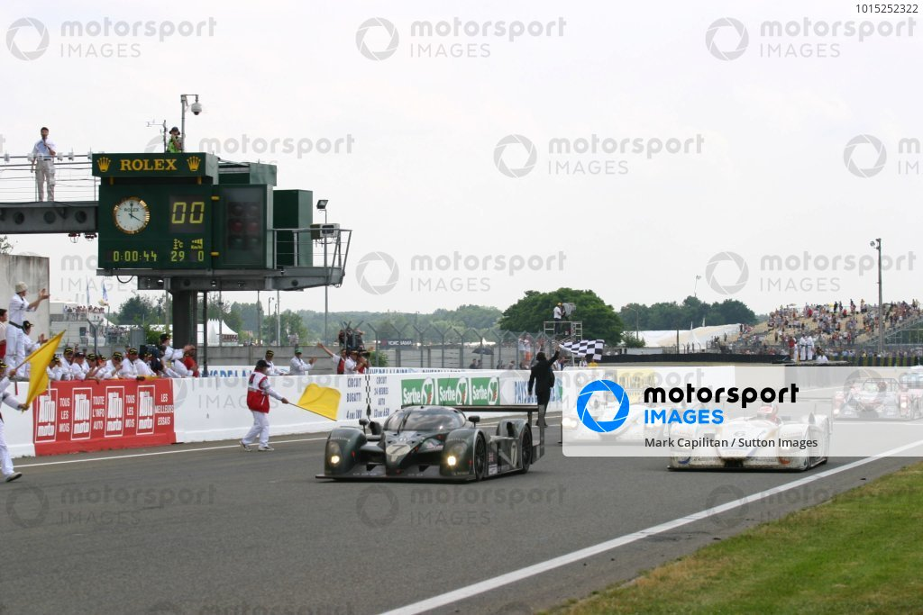 Tom Kristensen (DEN) / Rinaldo Capello (ITA) / Guy Smith (GBR) Bentley Speed 8 cross the line to take a historic 24 Hours win.