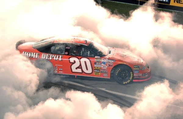 Tony Stewart (USA) performs donuts after taking the Nextel Cup. NASCAR Nextel Cup, Rd36, Homestead-Miami Speedway, Florida, USA, 20 November 2005. DIGITAL IMAGE
