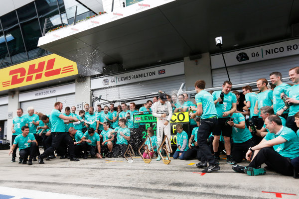 Red Bull Ring, Spielberg, Austria. Sunday 21 June 2015. Nico Rosberg, Mercedes AMG, 1st Position, and the Mercedes team celebrate. World Copyright: Alastair Staley/LAT Photographic. ref: Digital Image _R6T7258