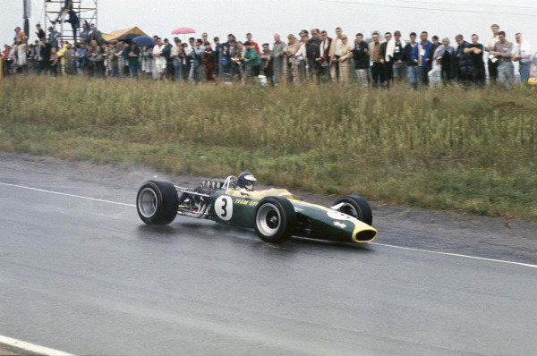 Mosport Park, Ontario, Canada. 25 - 27 August 1967.Jim Clark (Lotus 49-Ford), retired, action. World Copyright: LAT Photographic.Ref:  67CAN23