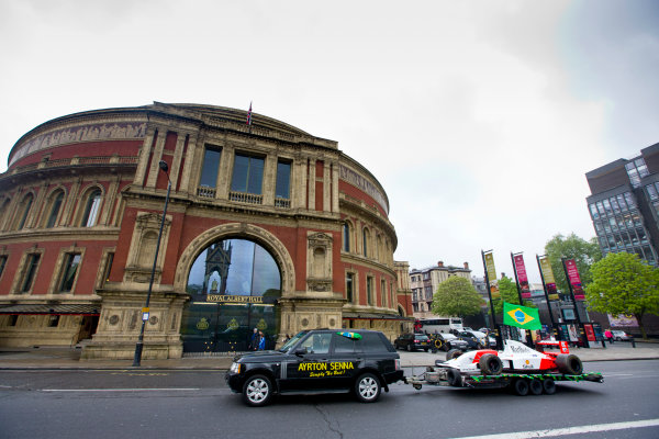 2014 Ayrton Senna Tribute. Royal Albert Hall, Kensington Gore, London. 1st May 2014. Peter Ratcliffe parades a replica 1993 Ayrton Senna McLaren around the streets of London. World Copyright: Alastair Staley / LAT Photographic. Ref: _R6T0417.jpg