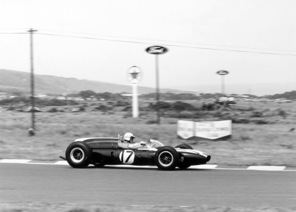 1965 South African Grand Prix.East London, South Africa.30/12/64-1/1/1965.John Love (Cooper T55) retired. action.Ref-28079World Copyright - LAT Photographic