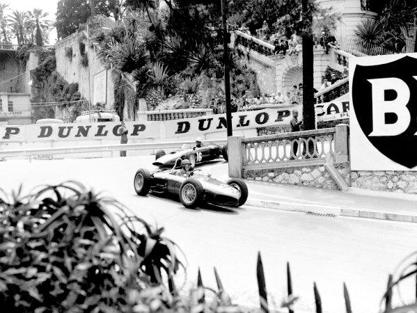 1961 Monaco Grand Prix.Monte Carlo. 14 May 1961.Richie Ginther (Ferrari Dino 156) leads Tony Brooks (BRM P48/57-Climax). Ref-C62017.World Copyright: LAT Photographic