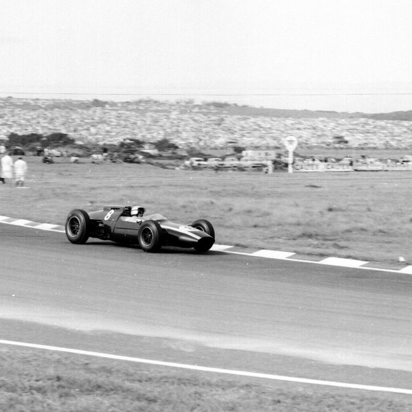 1962 South African Grand Prix.East London, South Africa.27-29 December 1962.Bruce McLaren (Cooper T60 Climax) 2nd position.Ref-17164.World Copyright - LAT Photographic