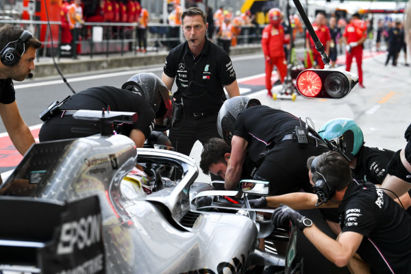 Mechanics with Lewis Hamilton, Mercedes AMG F1 W10, in the pit lane