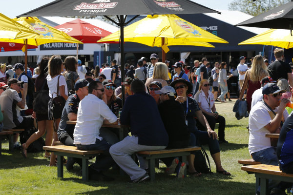 Fans and atmosphere at Formula One World Championship, Rd1, Australian Grand Prix, Race, Albert Park, Melbourne, Australia, Sunday 20 March 2016.