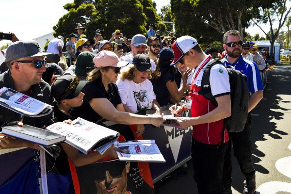Kimi Raikkonen, Alfa Romeo Racing signs a autograph for fans
