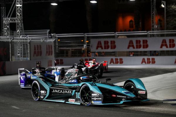 Sam Bird (GBR) Panasonic Jaguar Racing, Jaguar I-Type 5, leads Maximilian Guenther (DEU) BMW I Andretti Motorsports, BMW iFE.21, and Andre Lotterer (DEU) Tag Heuer Porsche, Porsche 99X Electric