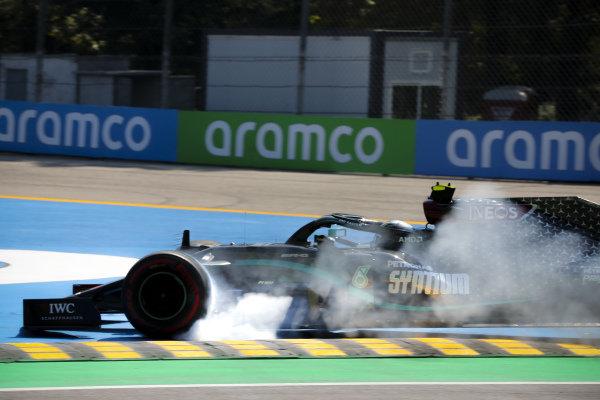 Valtteri Bottas, Mercedes F1 W11 EQ Performance locks up