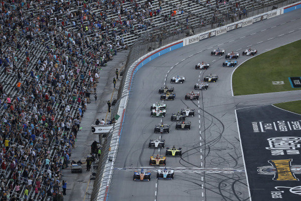 Scott Dixon, Chip Ganassi Racing Honda, Takuma Sato, Rahal Letterman Lanigan Racing Honda, start