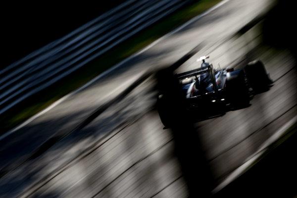 Autodromo Nazionale di Monza, Monza, Italy.9th September 2011.Rubens Barrichello, Williams FW33 Cosworth. Action. World Copyright: Andy Hone/LAT Photographicref: Digital Image _SP24042