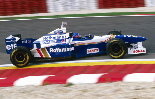 Jacques Villeneuve (CDN) Williams Renault FW18.  Portuguese Grand Prix, Estoril, Portugal, 22 September 1996.