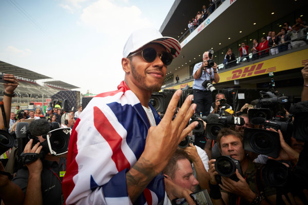Autodromo Hermanos Rodriguez, Mexico City, Mexico. Sunday 29 October 2017. Lewis Hamilton, Mercedes AMG, holds up four fingers to the camera in recognition of securing his 4th world drivers championship title. World Copyright: Steve Etherington/LAT Images  ref: Digital Image SNE14472