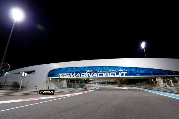 Yas Marina Circuit, Abu Dhabi, United Arab Emirates. Thursday 23 November 2017. World Copyright: Zak Mauger/LAT Images  ref: Digital Image _56I8797