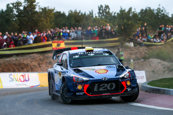 2017 FIA World Rally Championship, Round 11, Rally RACC Catalunya / Rally de España, 5-8 October, 2017, Andreas Mikkelsen, Hyundai, action, Worldwide Copyright: LAT/McKlein