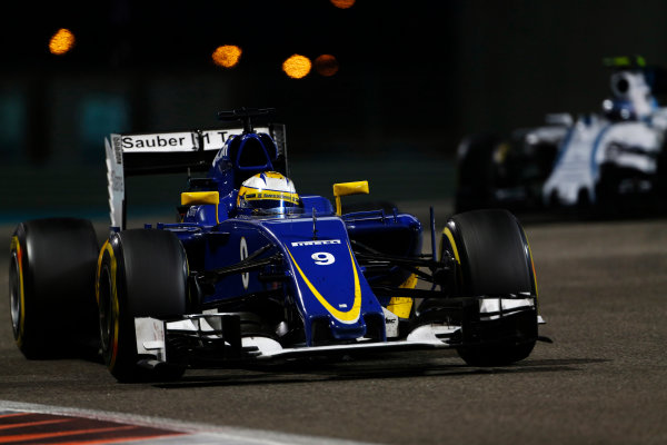 Yas Marina Circuit, Abu Dhabi, United Arab Emirates. Sunday 29 November 2015. Marcus Ericsson, Sauber C34 Ferrari. World Copyright: Sam Bloxham/LAT Photographic ref: Digital Image _SBL9074