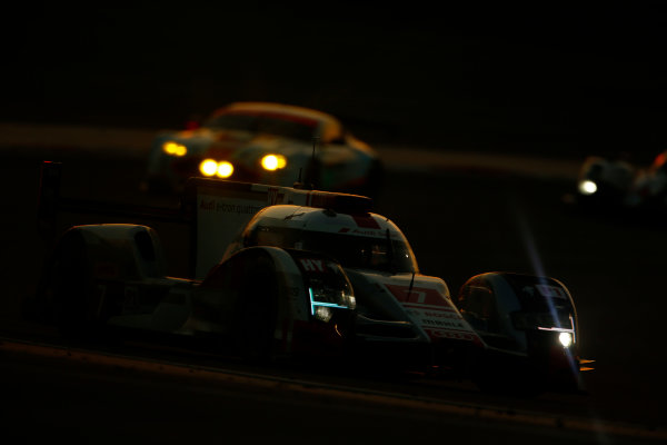 2015 FIA World Endurance Championship Bahrain 6-Hours Bahrain International Circuit, Bahrain Saturday 21 November 2015. Marcel F?ssler, Andr? Lotterer, Beno?t Tr?luyer (#7 LMP1 Audi Sport Team Joest Audi R18 e-tron quattro). World Copyright: Alastair Staley/LAT Photographic ref: Digital Image _79P1264